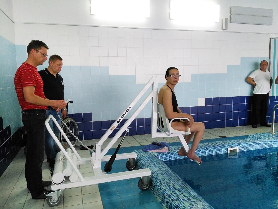 Мобильный подъёмник для перемещения инвалидов в бассейн передан в физкультурно-оздоровительный комплекс «Александра Невского» в Городце